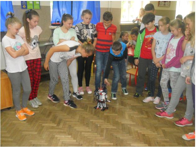 Klasa VB i VD na warsztatach z programowania i robotyki w języku angielskim (3)