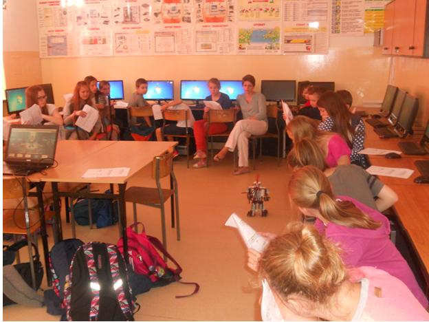 Klasa VB i VD na warsztatach z programowania i robotyki w języku angielskim (4)